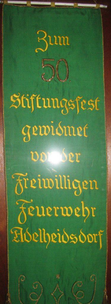 Am 5. November 1949 feierte der Männergesangverein Adelheidsdorf sein 50-jähriges Bestehen. Für die an dem Tag geweihte neue Fahne spendete die Feuerwehr ein Fahnenband, das noch heute in einer Vitrine im Raum 3 des Dorfgemeinschaftshauses in Großmoor zu bewundern ist.